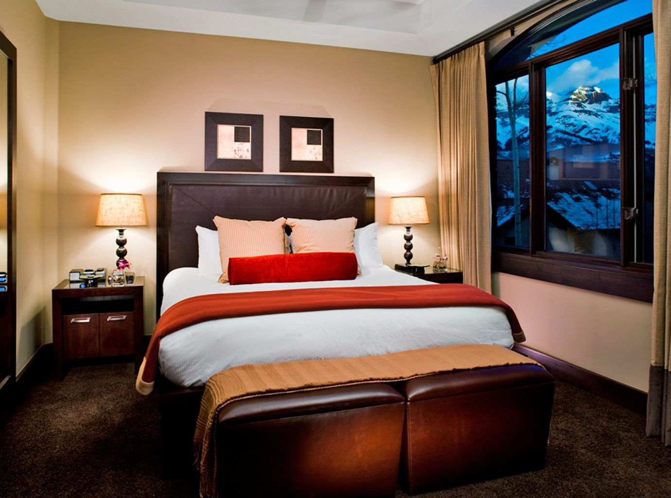 Bedroom Classic Elegant Scenic views sofa property Suite home cottage