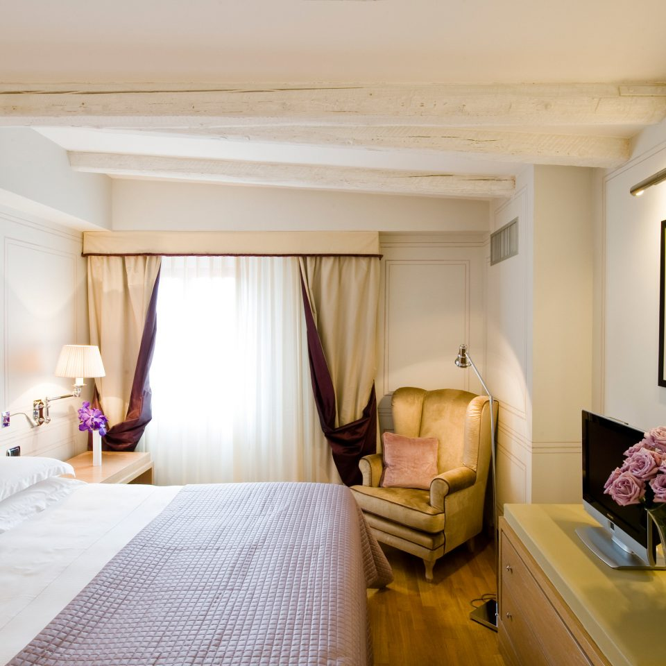 Bedroom Classic Elegant property Suite home cottage living room