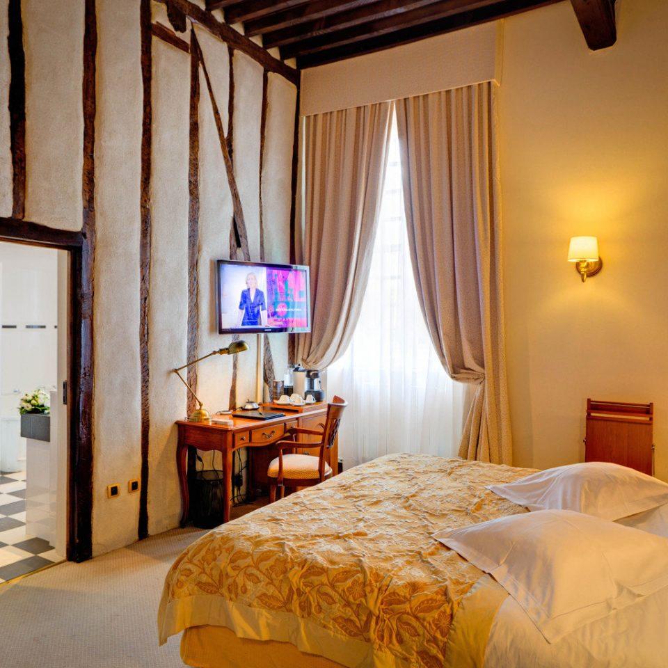 Bedroom Classic Elegant Suite property cottage