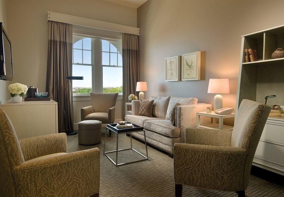 Bedroom Classic Elegant sofa living room property chair condominium home hardwood Suite cottage