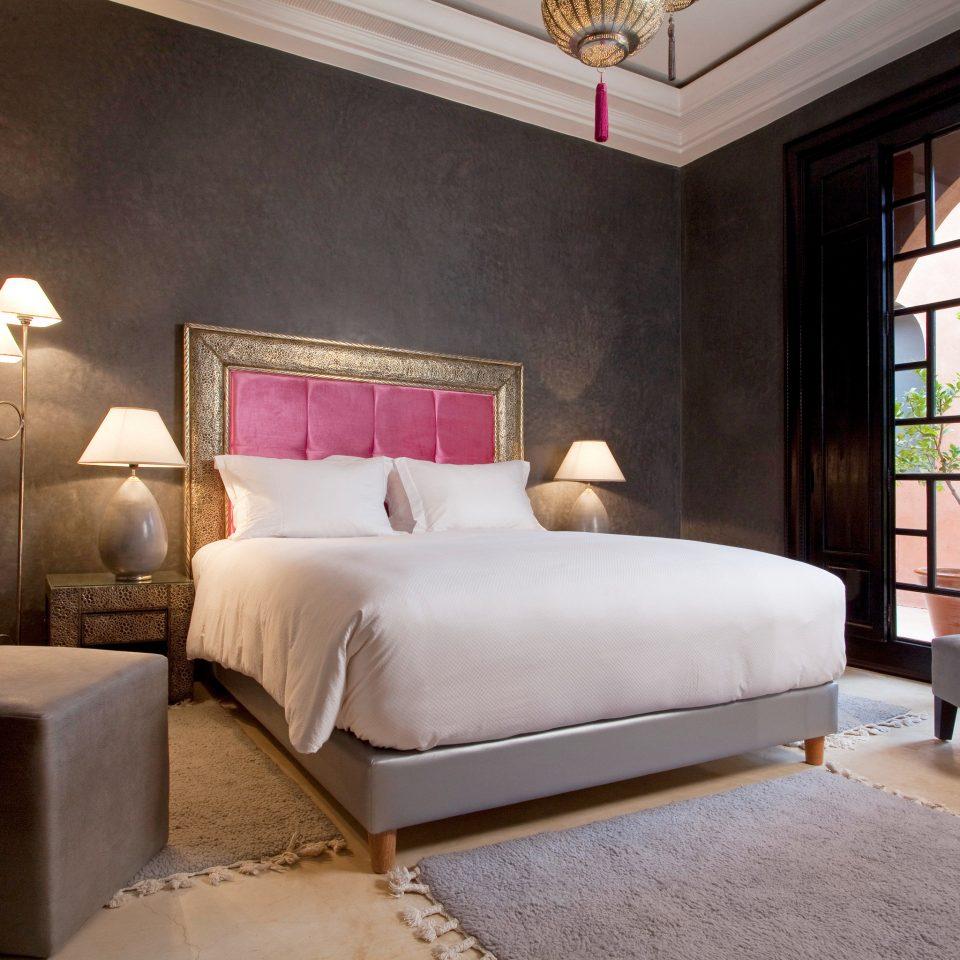 Bedroom Classic Elegant property living room Suite home cottage bed sheet