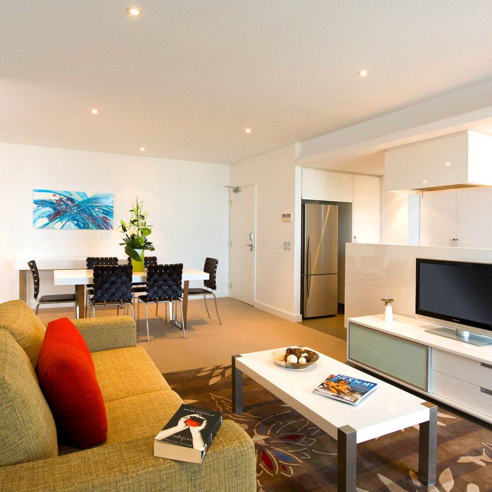 Classic Entertainment Kitchen Resort sofa property living room home condominium Suite flat Villa cottage Bedroom