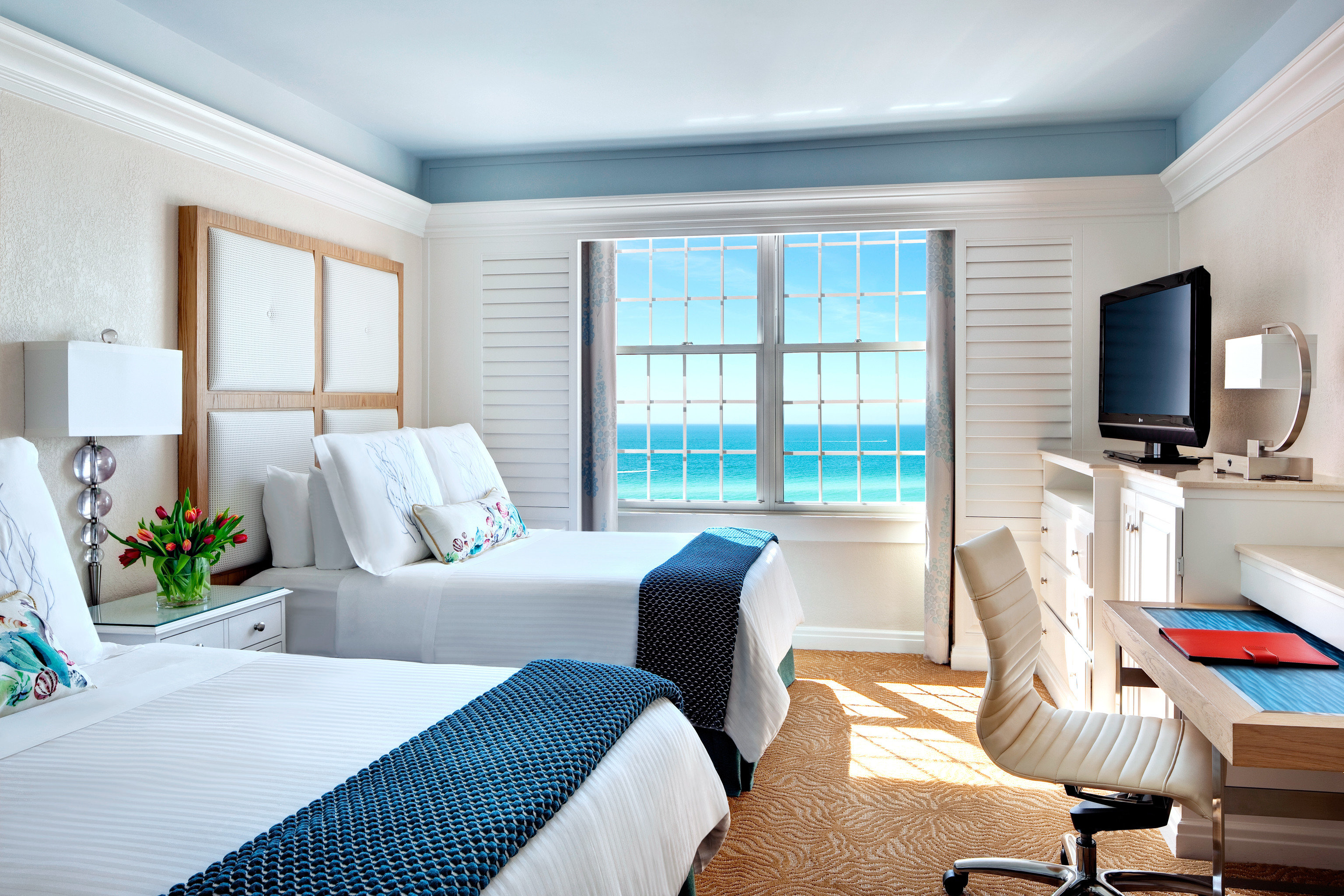 Bedroom Classic Family Resort property chair living room Suite condominium home white cottage Villa Modern