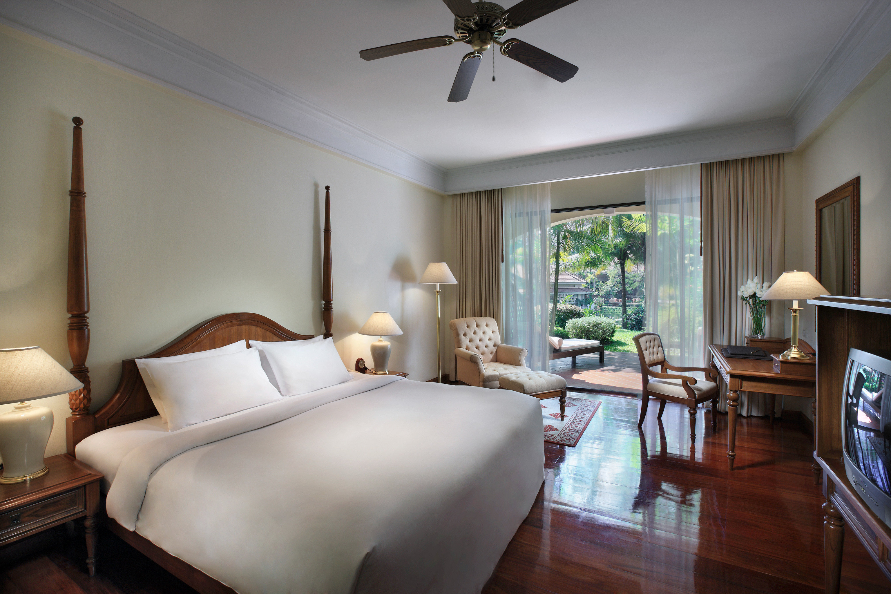 Bedroom Classic Family Patio Resort property living room home cottage hardwood Suite Villa condominium farmhouse
