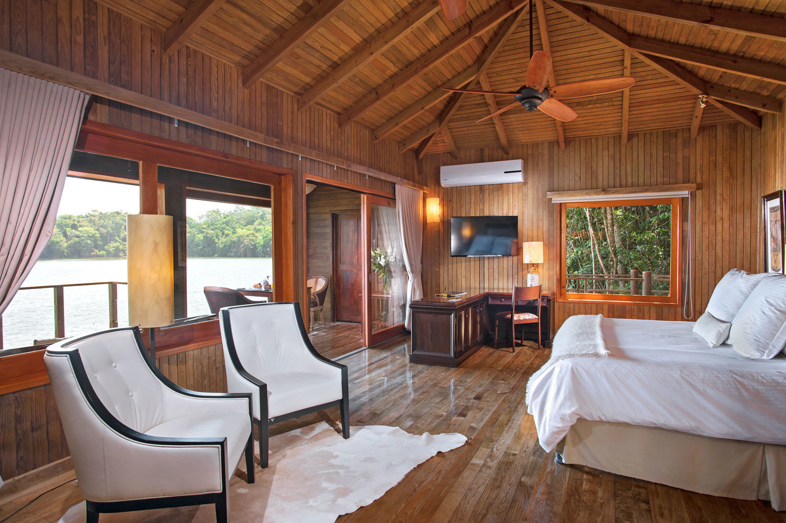 Bedroom Classic Hip Luxury Scenic views Suite Waterfront property cottage Resort home Villa log cabin farmhouse living room mansion