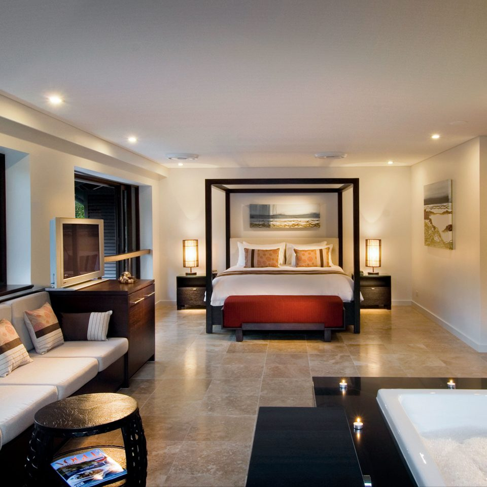 Bedroom Classic Hot tub Hot tub/Jacuzzi Resort property home condominium Suite living room mansion Villa Modern flat