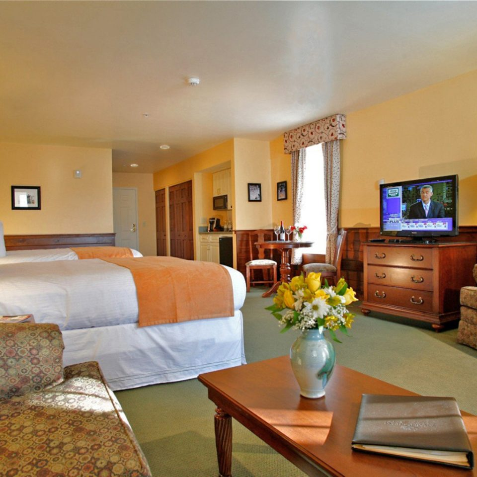 Bedroom Classic Inn Resort Waterfront sofa property Suite living room home cottage condominium hardwood Villa flat lamp