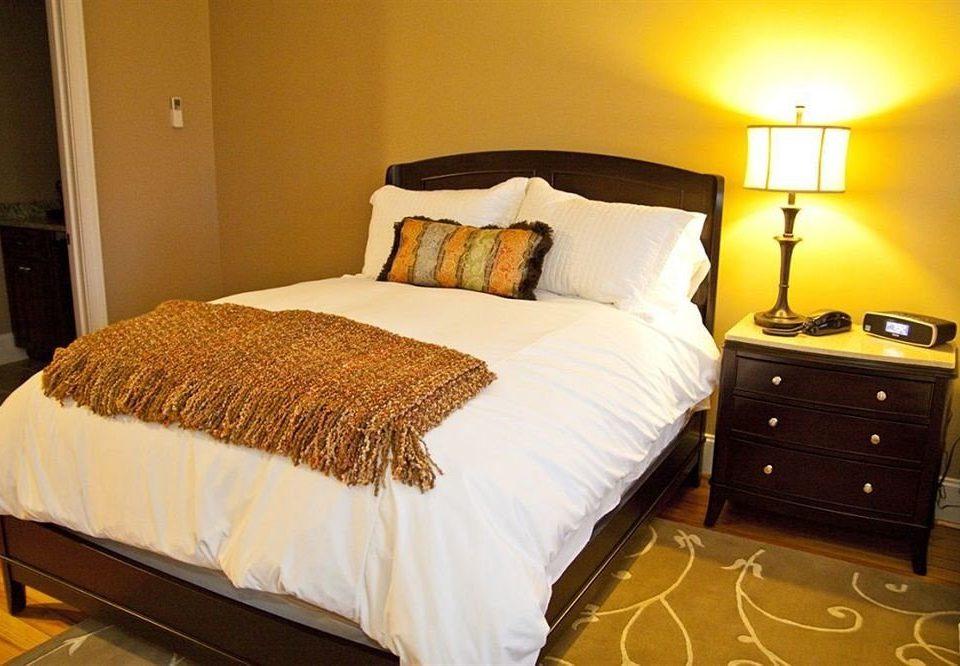 Bedroom Classic Inn property cottage Suite bed sheet hardwood bed frame pillow