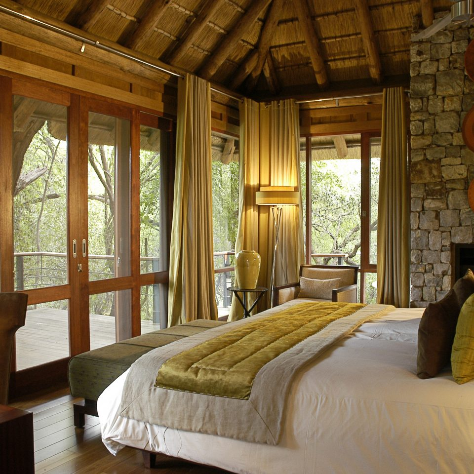 Bedroom Classic Lodge Luxury Rustic sofa property home living room cottage farmhouse Suite mansion Villa log cabin