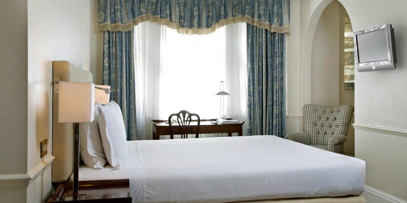 Bedroom Classic Luxury Resort property Suite curtain cottage