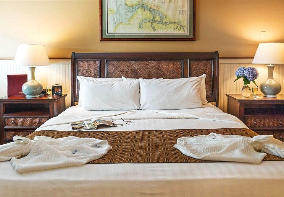 Bedroom Classic Luxury Suite bed sheet hardwood cottage home duvet cover bed frame