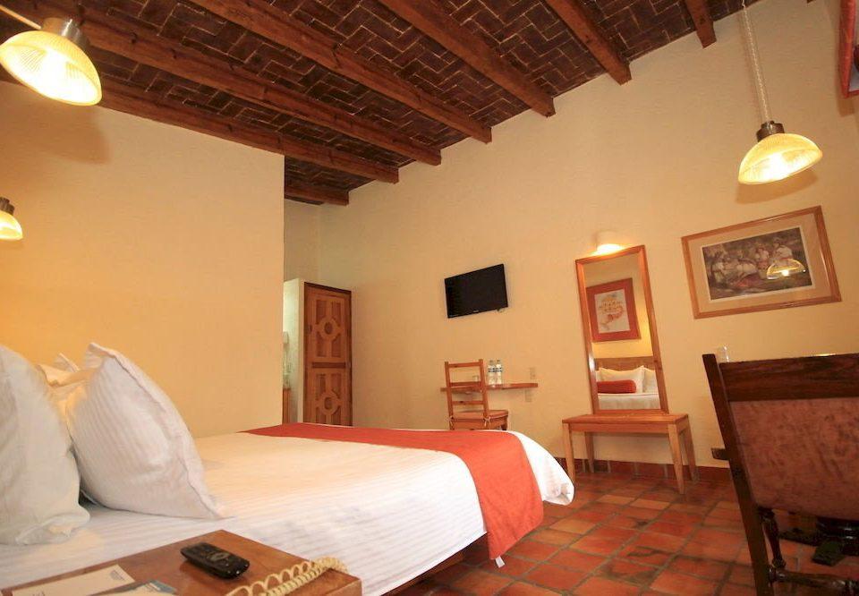 Bedroom Classic Luxury Suite property cottage Villa