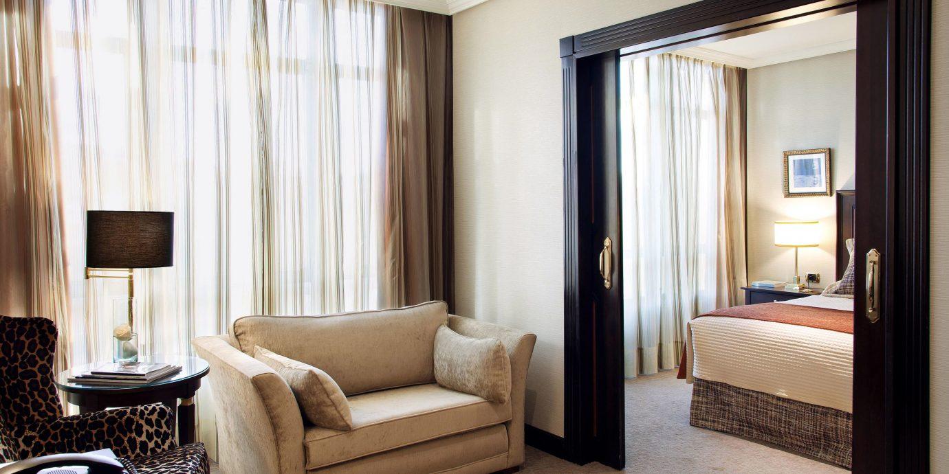 Bedroom Classic Resort Suite sofa property living room home condominium flat Modern