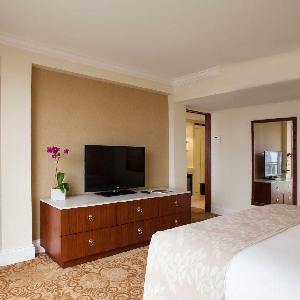Bedroom Classic Resort property home hardwood Suite cottage living room Villa flat Modern