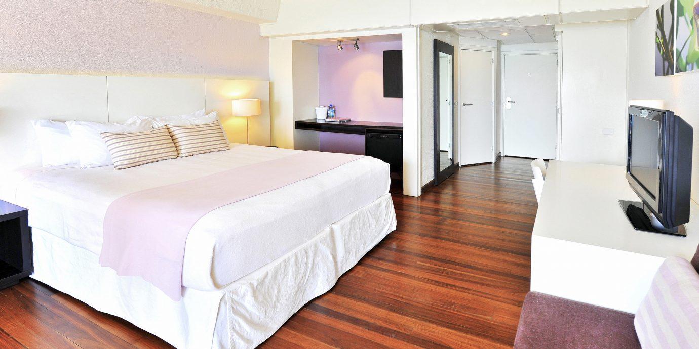 Bedroom Classic Modern property Suite hard cottage bed sheet flat