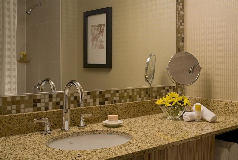 Bedroom Classic Resort bathroom property sink countertop counter home cottage flooring material dining table