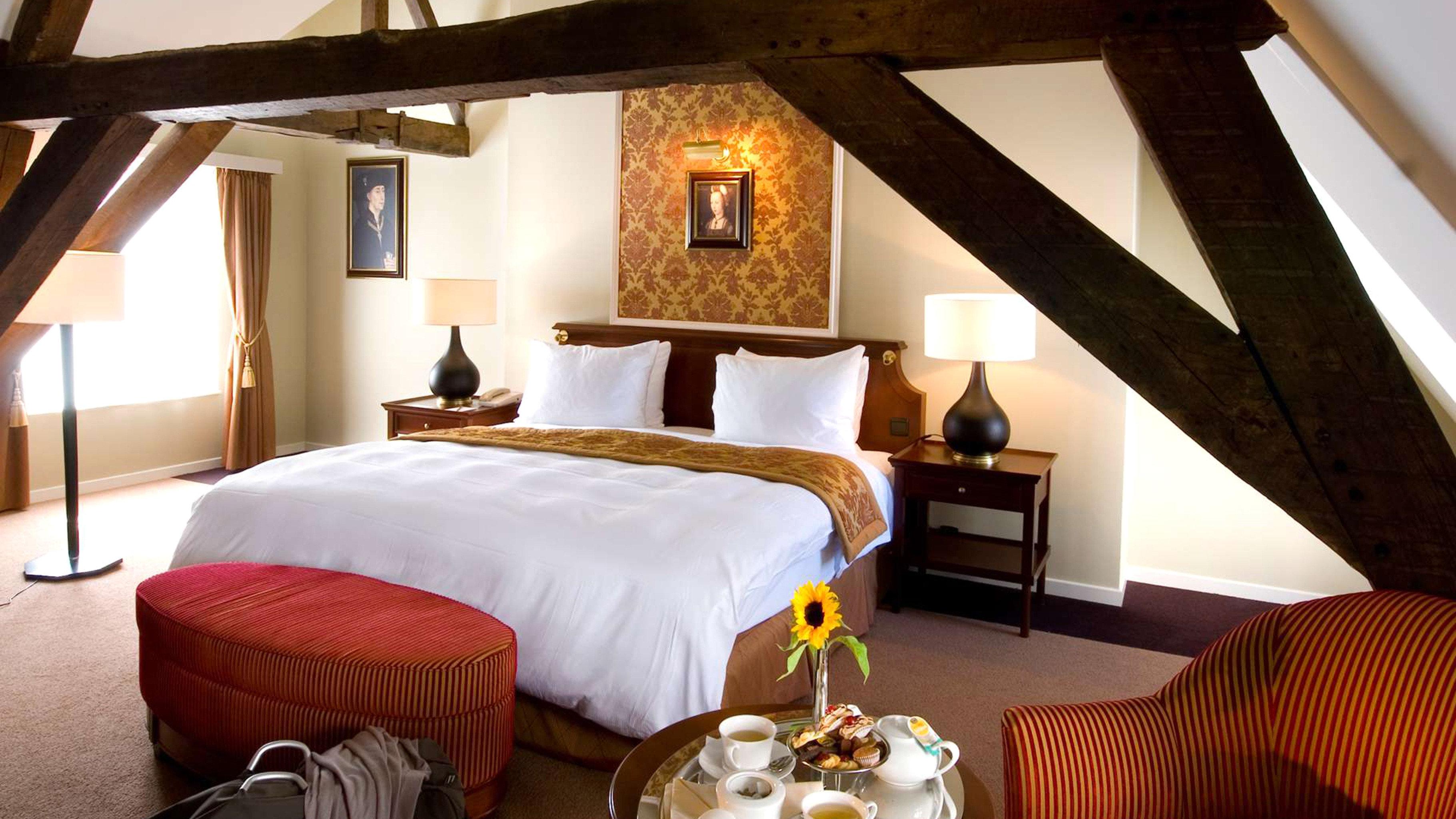 Bedroom Classic Rustic Suite property cottage Resort Villa