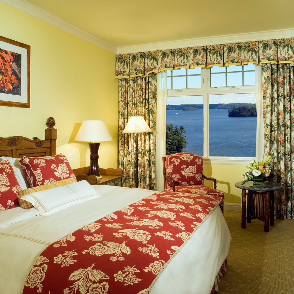 Bedroom Classic Resort Scenic views sofa property cottage red home Suite pillow Villa living room