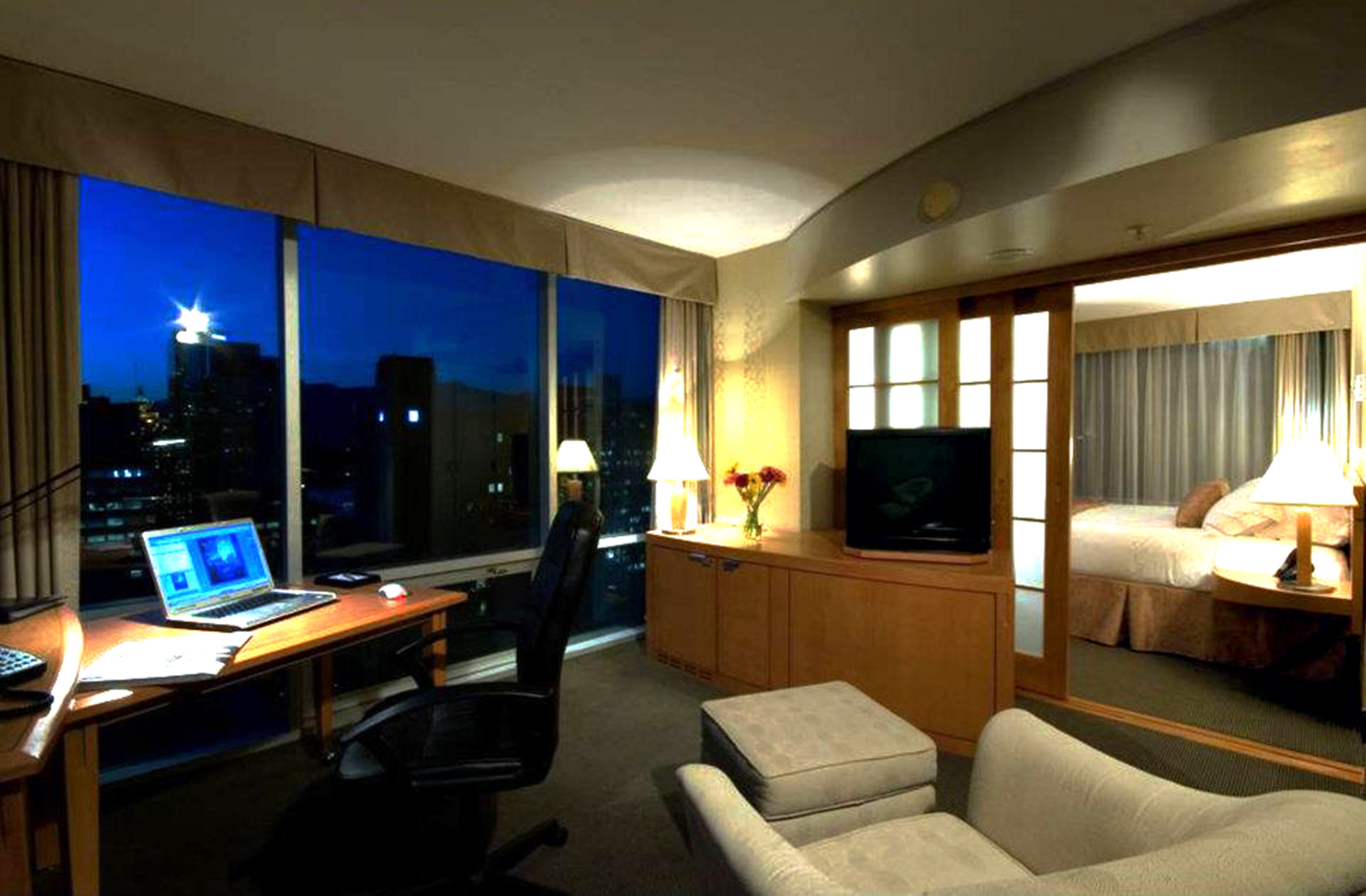 Bedroom Classic Resort Scenic views property desk living room condominium Suite home recreation room Villa flat lamp