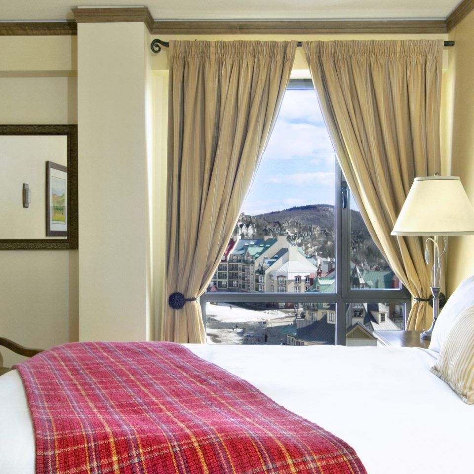 Bedroom Classic Resort Scenic views Suite Weekend Getaways sofa property cottage pillow bed sheet