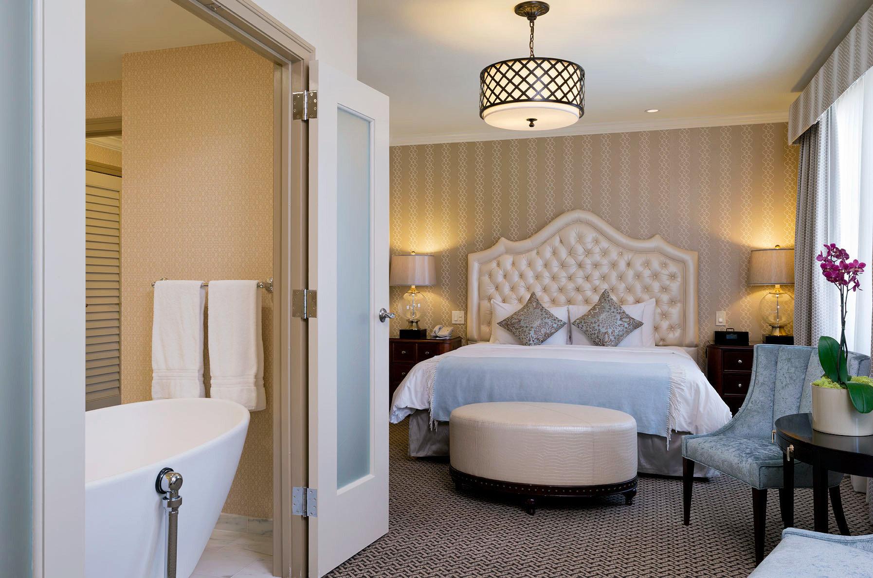 Bedroom Classic Resort property Suite home living room cottage