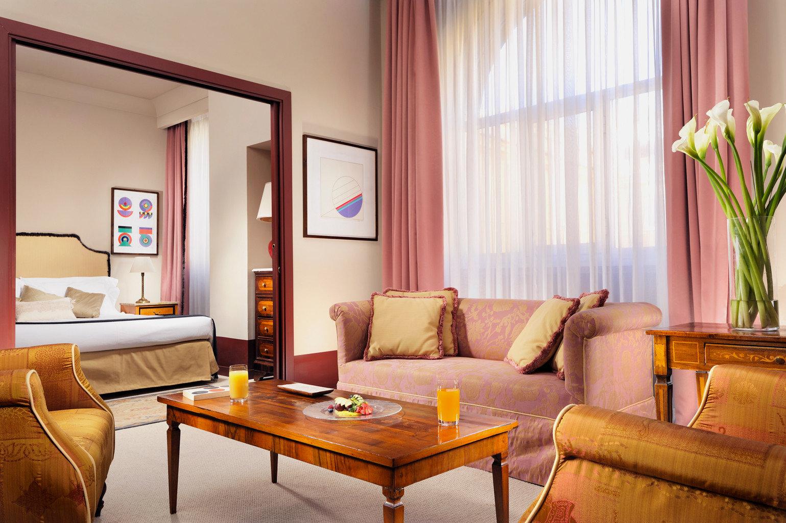 Bedroom Classic sofa property Suite living room home condominium Resort Villa cottage leather