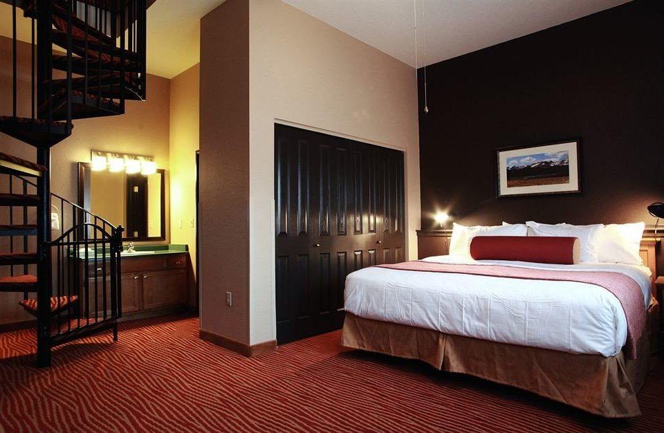 Bedroom Classic Resort property Suite hardwood cottage night