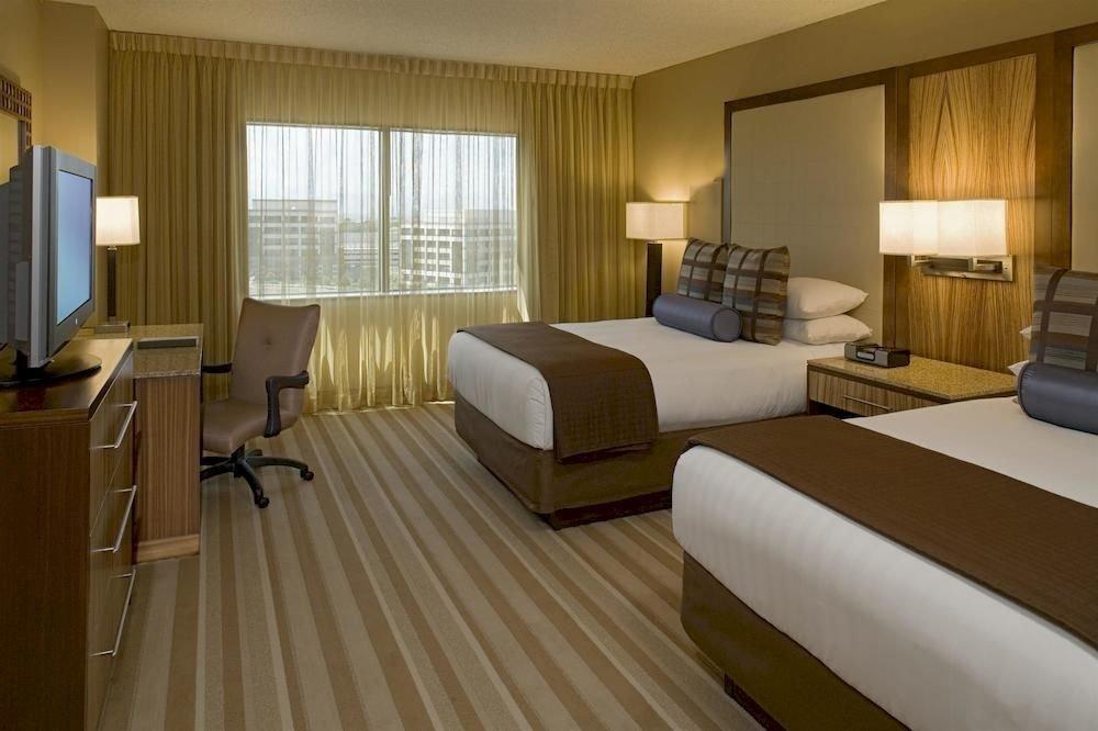 Bedroom Classic Resort property Suite condominium hardwood cottage living room