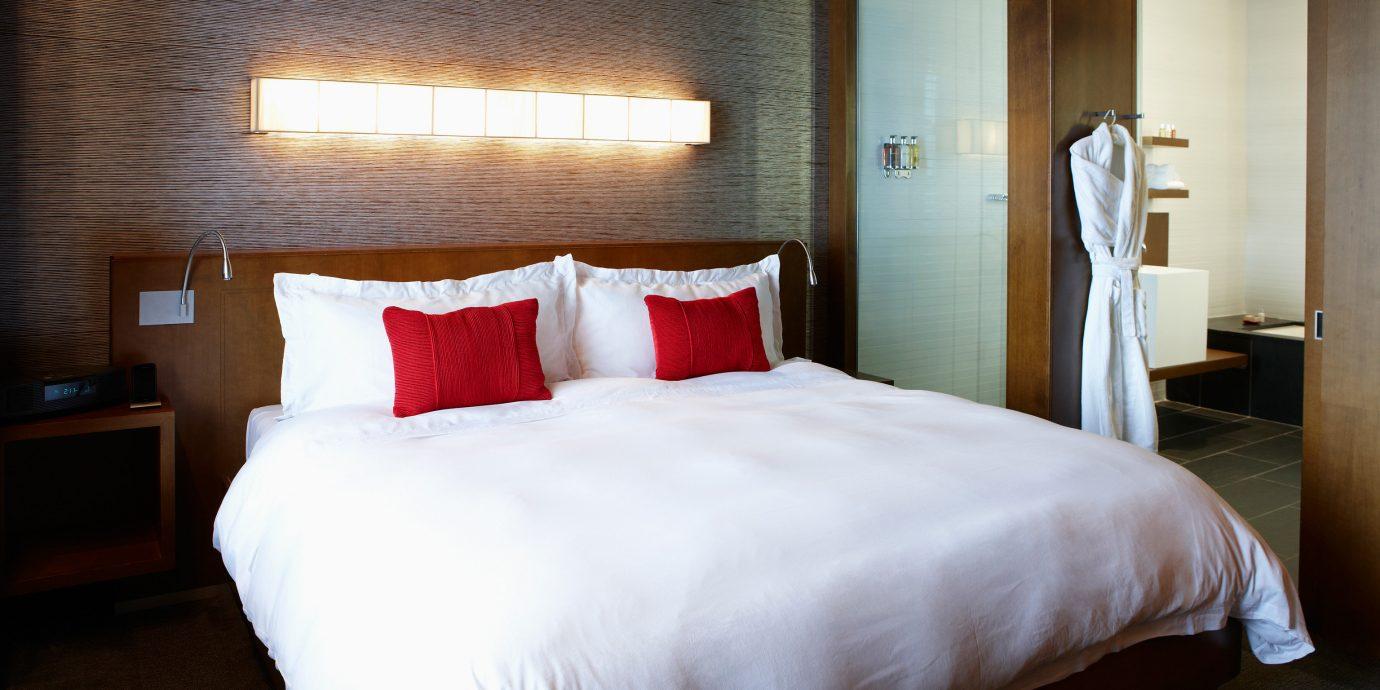 Bedroom Classic Resort property Suite cottage night