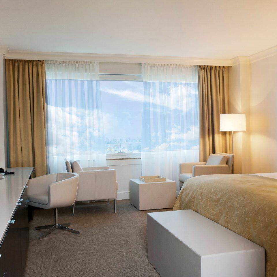Bedroom Classic Resort property Suite condominium living room flat