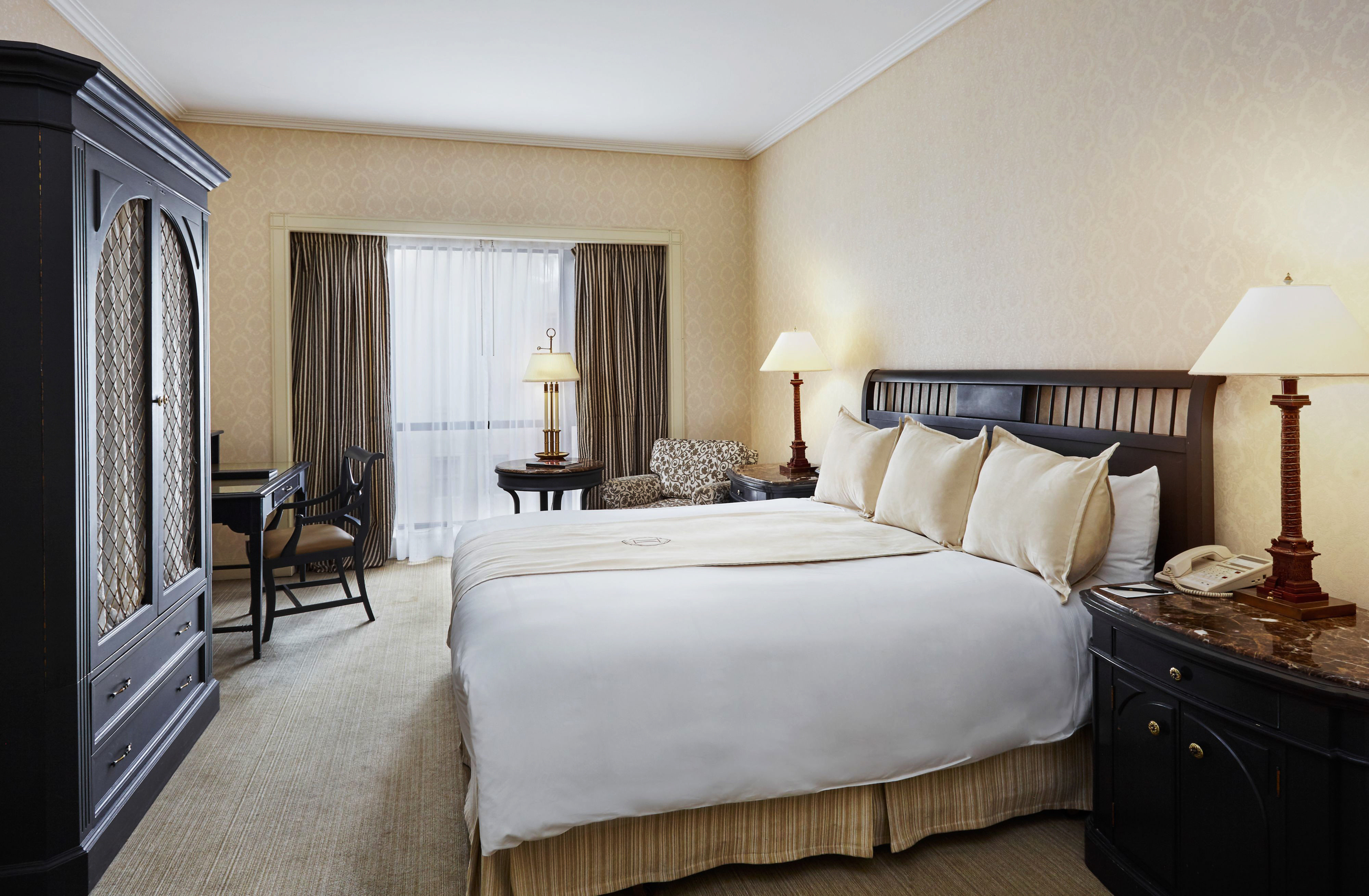 Bedroom Classic Resort property Suite home cottage living room Villa