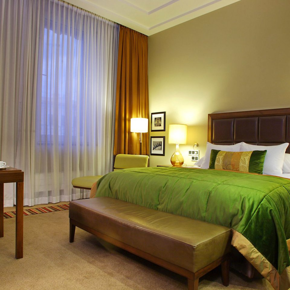 Bedroom Classic Resort sofa green property Suite cottage lamp