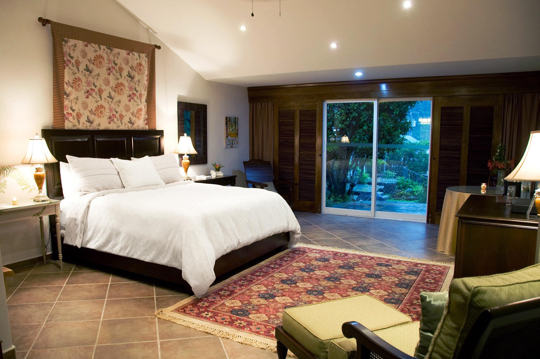 Bedroom Classic sofa property Suite living room home cottage condominium Villa Resort mansion