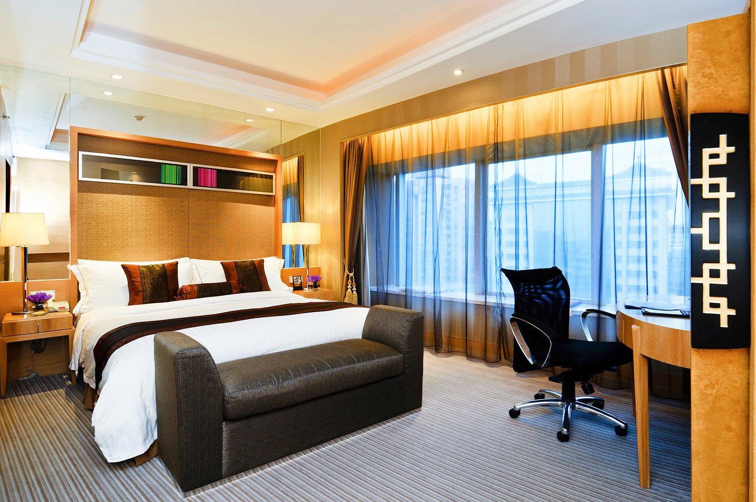 Bedroom Classic Resort chair property Suite yacht condominium vehicle living room