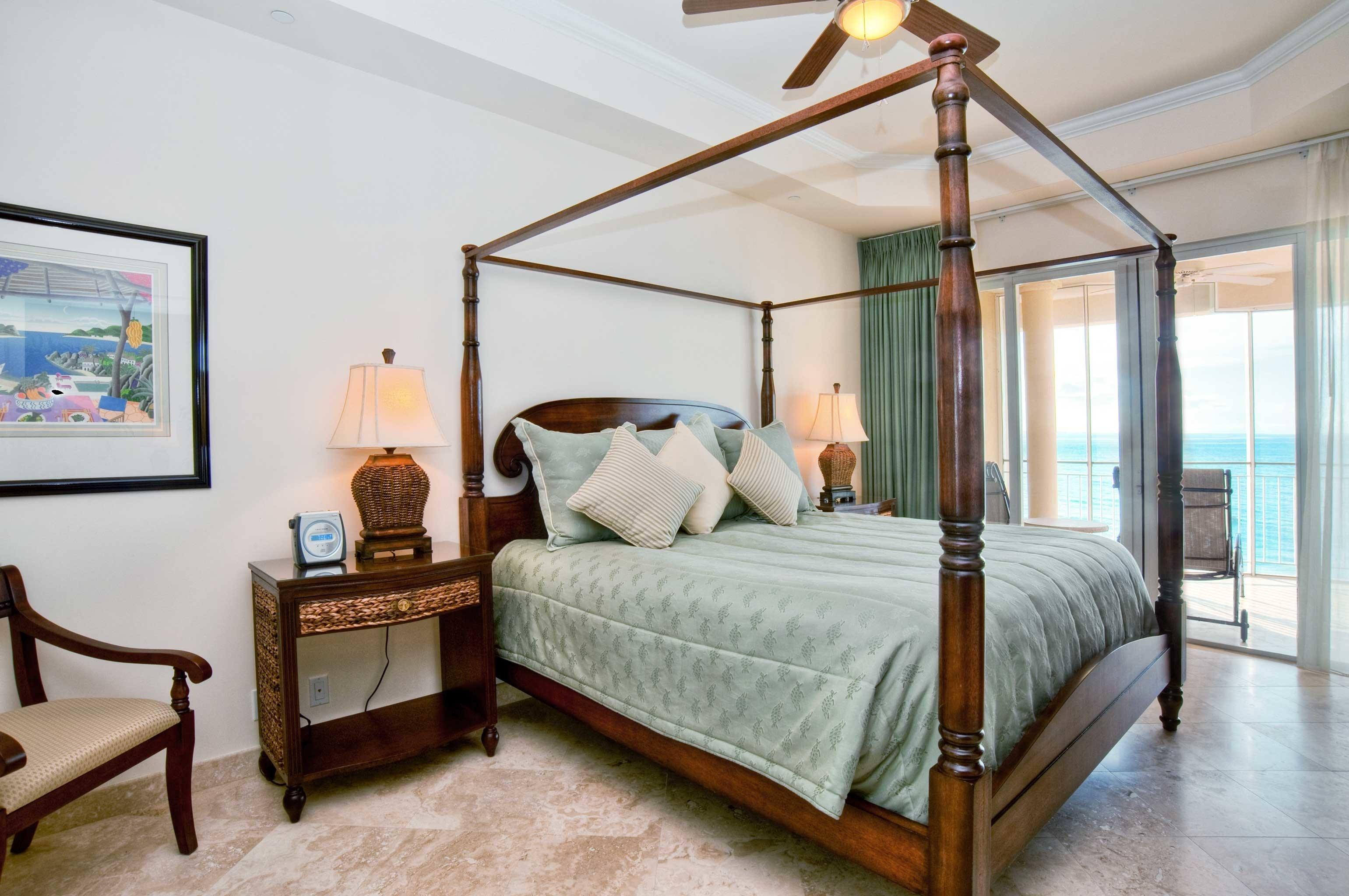 Bedroom Classic Resort property home hardwood living room cottage bed frame Suite lamp
