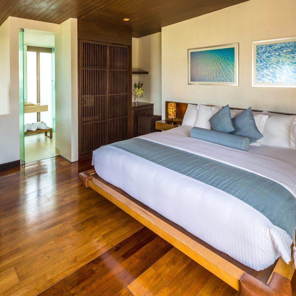 Bedroom Classic Resort property Suite hardwood cottage wood flooring bed sheet
