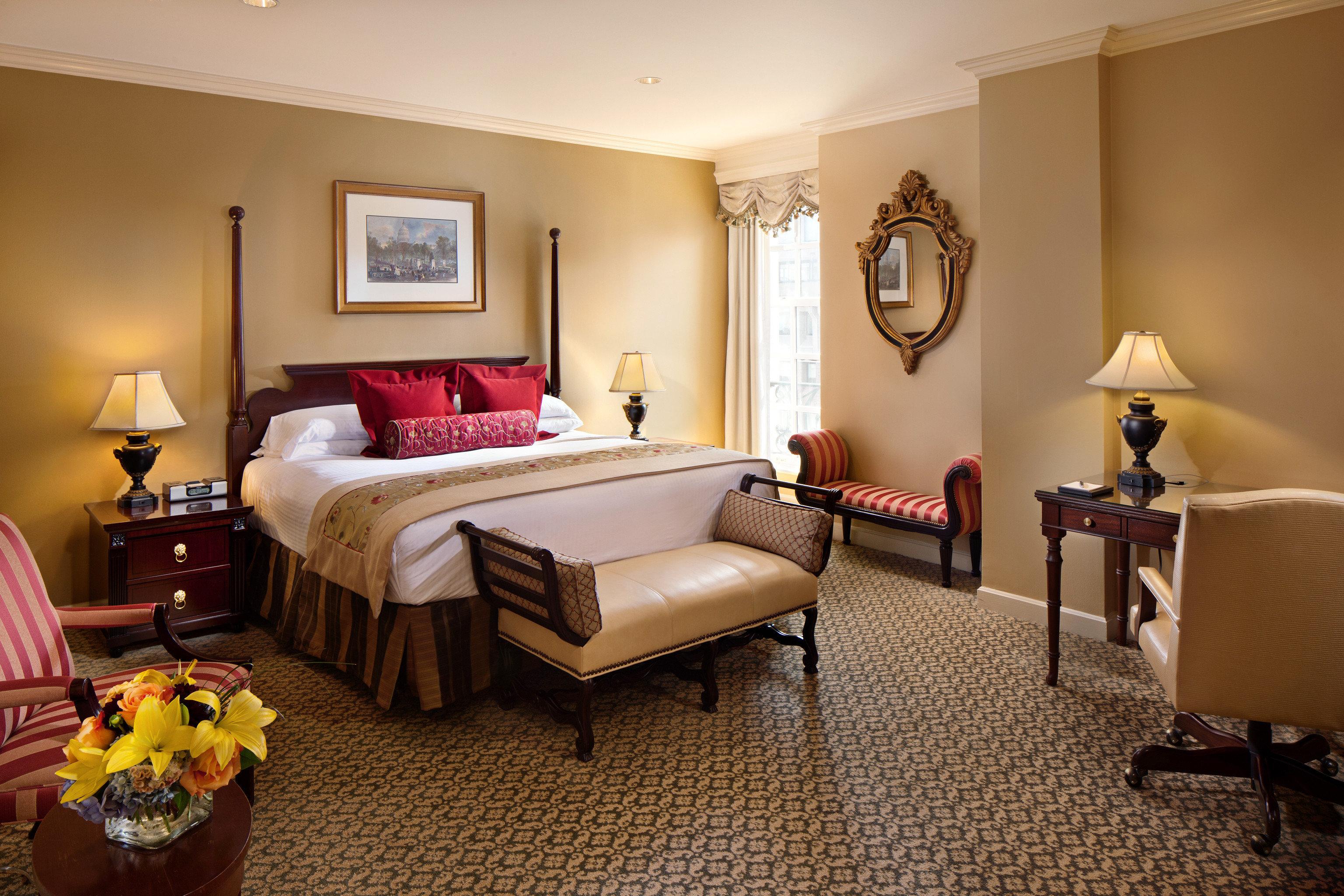 Bedroom Classic Resort property living room Suite home hardwood cottage