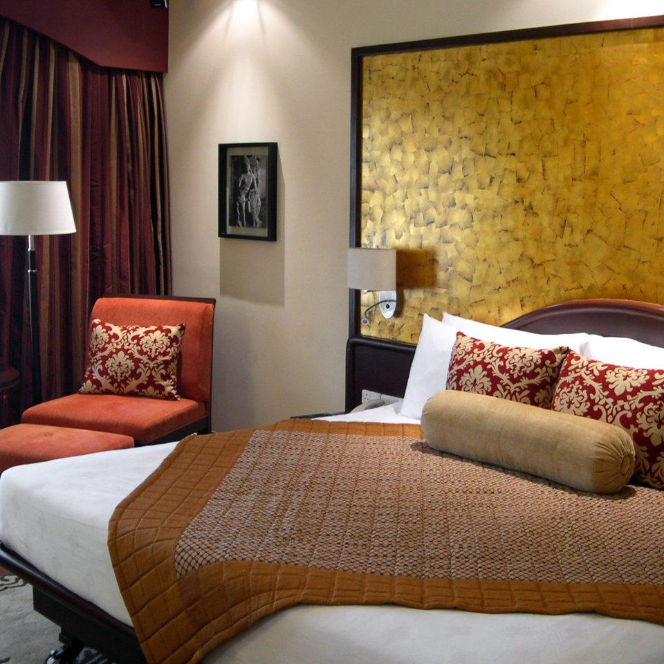Bedroom Classic Resort sofa property Suite nice living room cottage bed sheet flat lamp