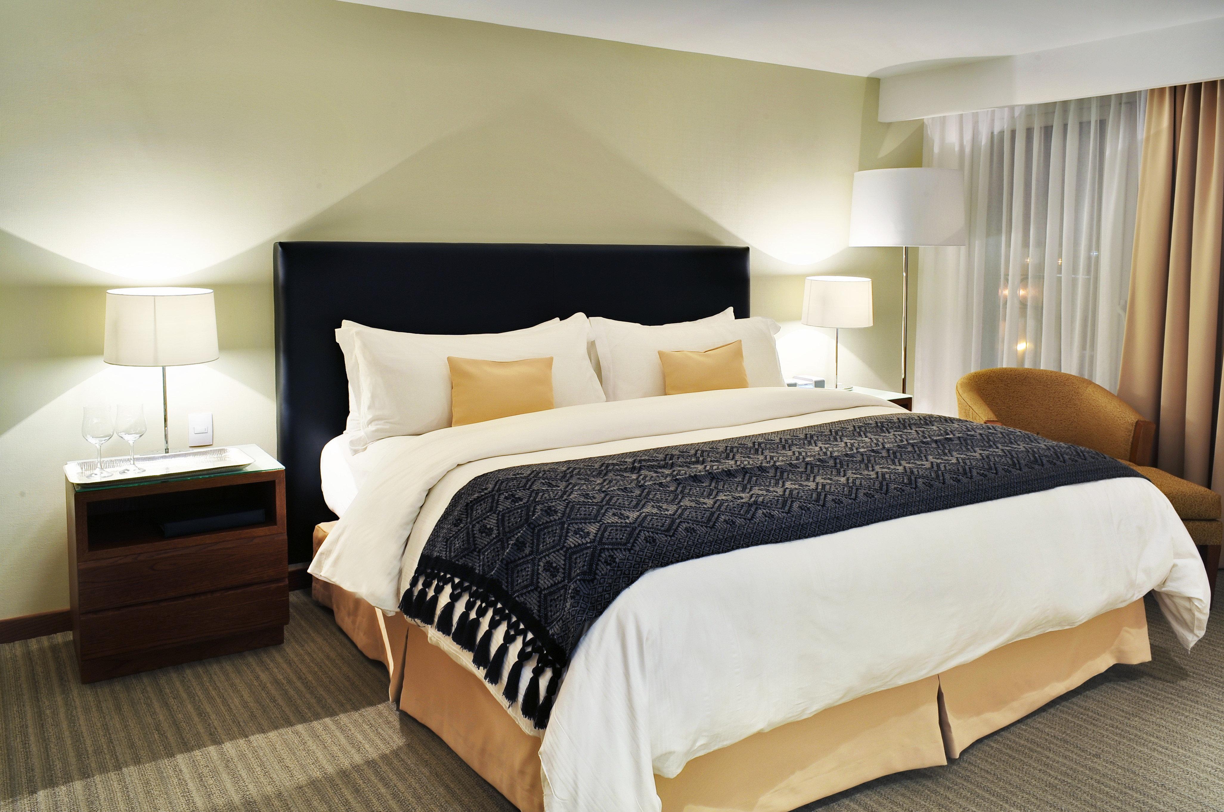 Bedroom Classic Resort property desk Suite curtain bed frame bed sheet cottage night