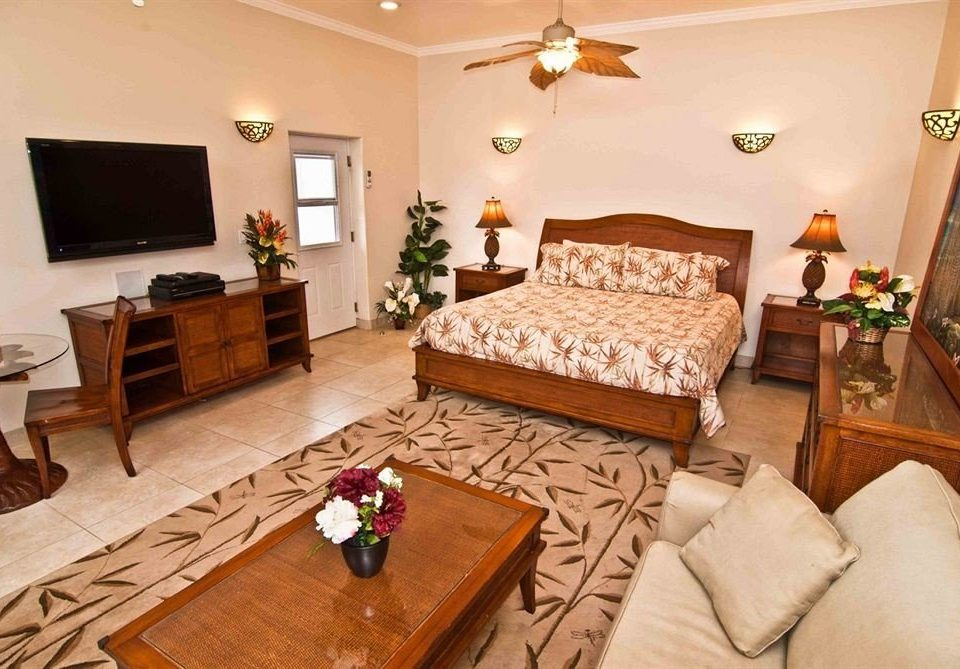 Bedroom Classic Resort property Suite living room cottage home hardwood Villa