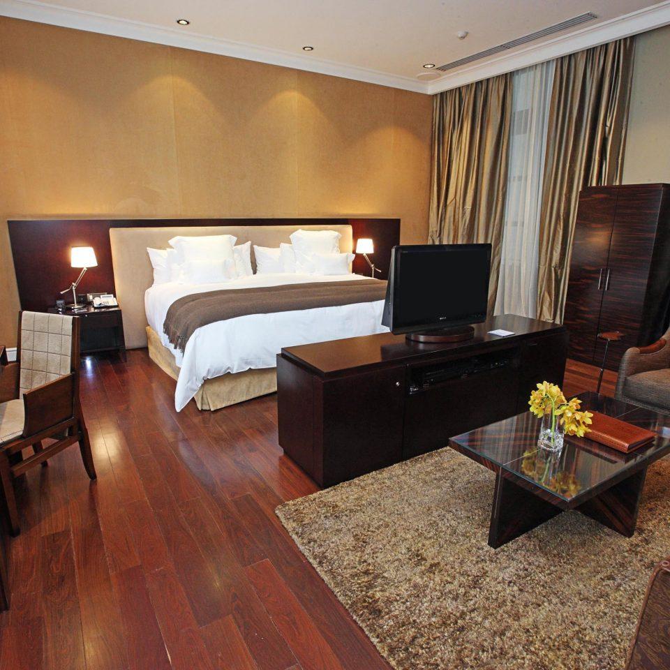 Bedroom Classic Resort property Suite hardwood cottage home Villa living room wood flooring