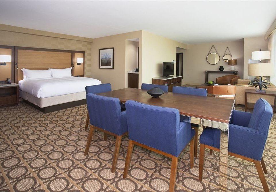 Bedroom Classic Resort property Suite Villa condominium cottage living room