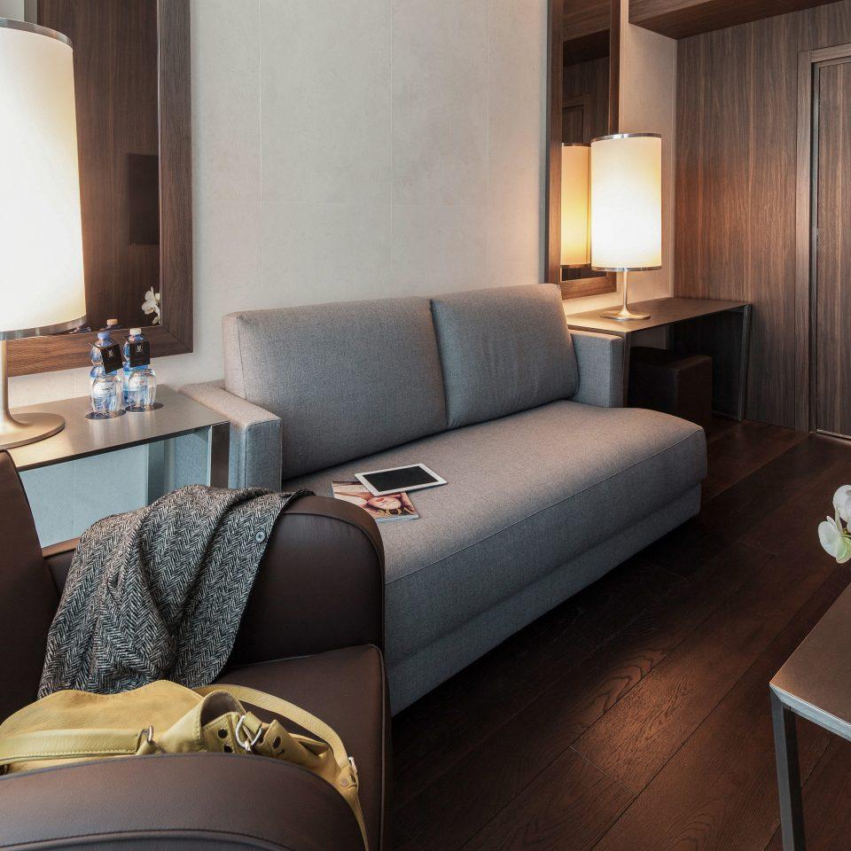 Classic Resort property Suite home living room Bedroom cottage condominium lamp