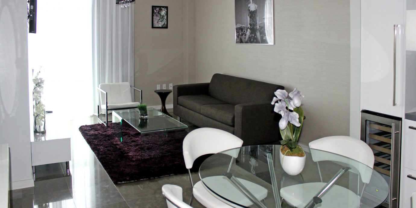Bedroom Classic Resort Suite property living room condominium home cottage Villa