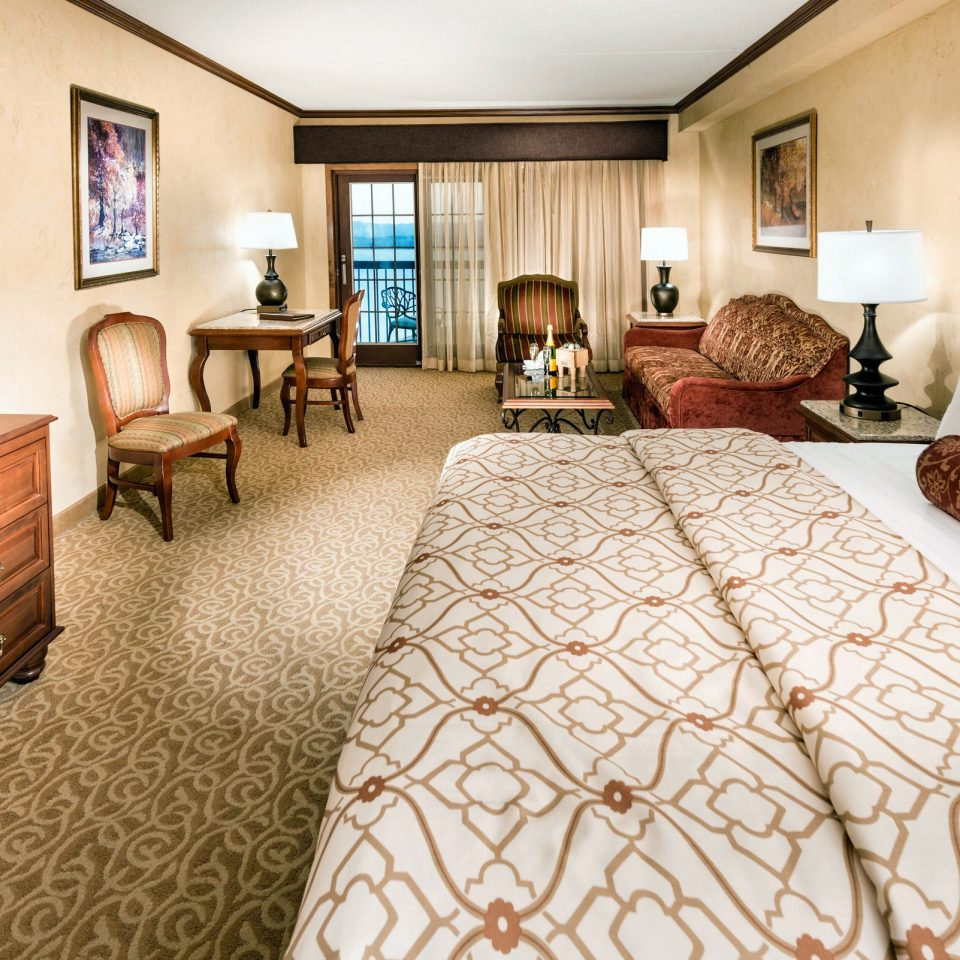 Bedroom Classic Resort property Suite home cottage hardwood living room bed sheet