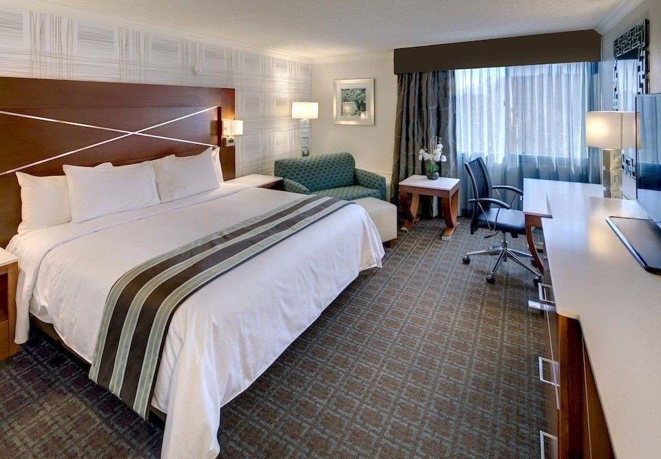 Bedroom Classic Resort property desk Suite cottage bed sheet Villa