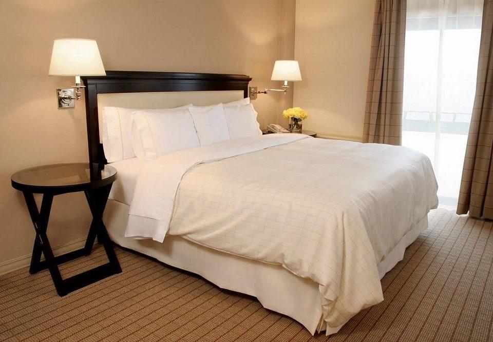 Bedroom Classic Resort Suite bed sheet bed frame lamp cottage