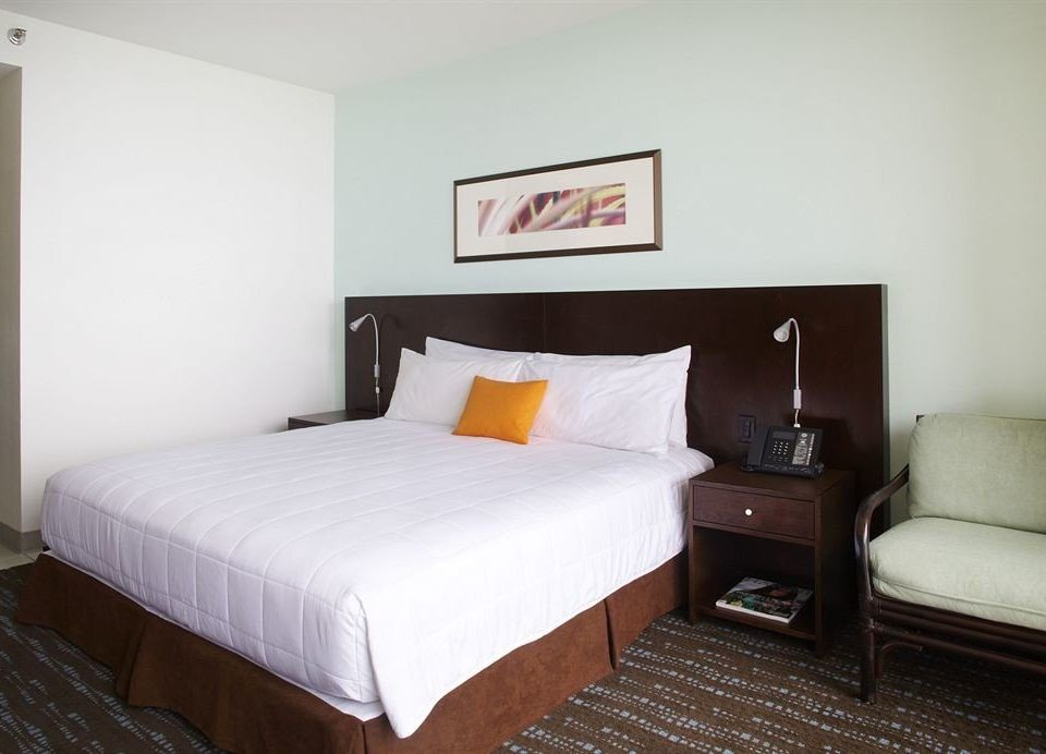 Bedroom Classic Resort property Suite cottage bed frame night tan