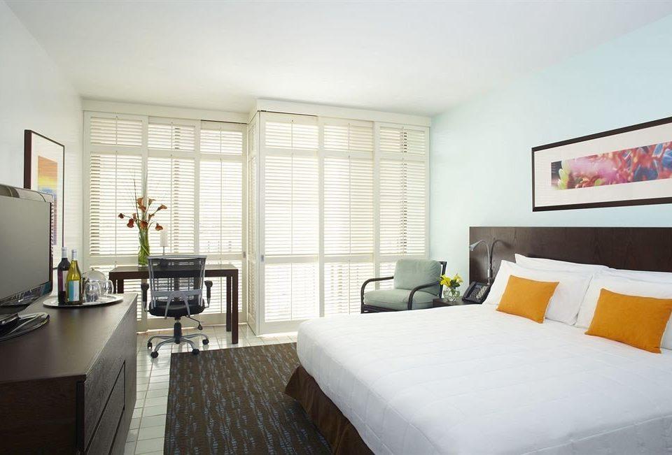 Bedroom Classic Resort property condominium Suite home living room cottage flat