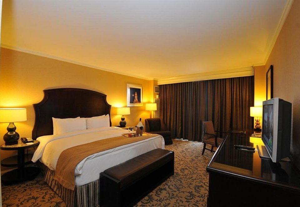 Bedroom Classic property Suite Resort Villa condominium living room